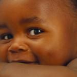 Cosa comporta adottare un bambino di etnia diversa?