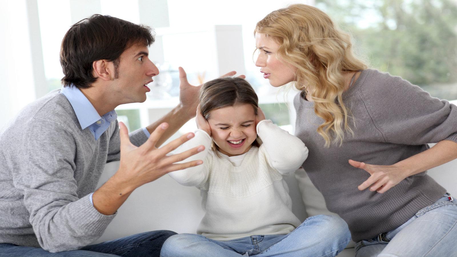 quando i bambini vedono litigare i genitori