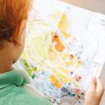 Restituire lo spazio pubblico ai bambini: dal metro di distanza al chilometro quadrato