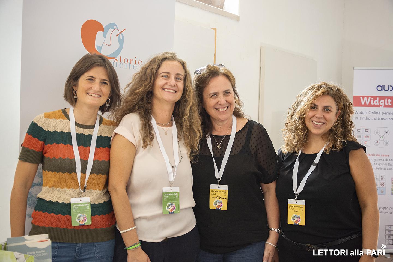 Foto dello staff di Storie Cucite con lo staff di edizioni la meridiana