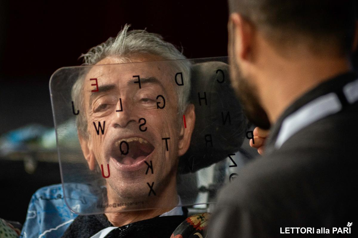 Foto di Claudio Imprudente durante la fiera Lettori alla Pari
