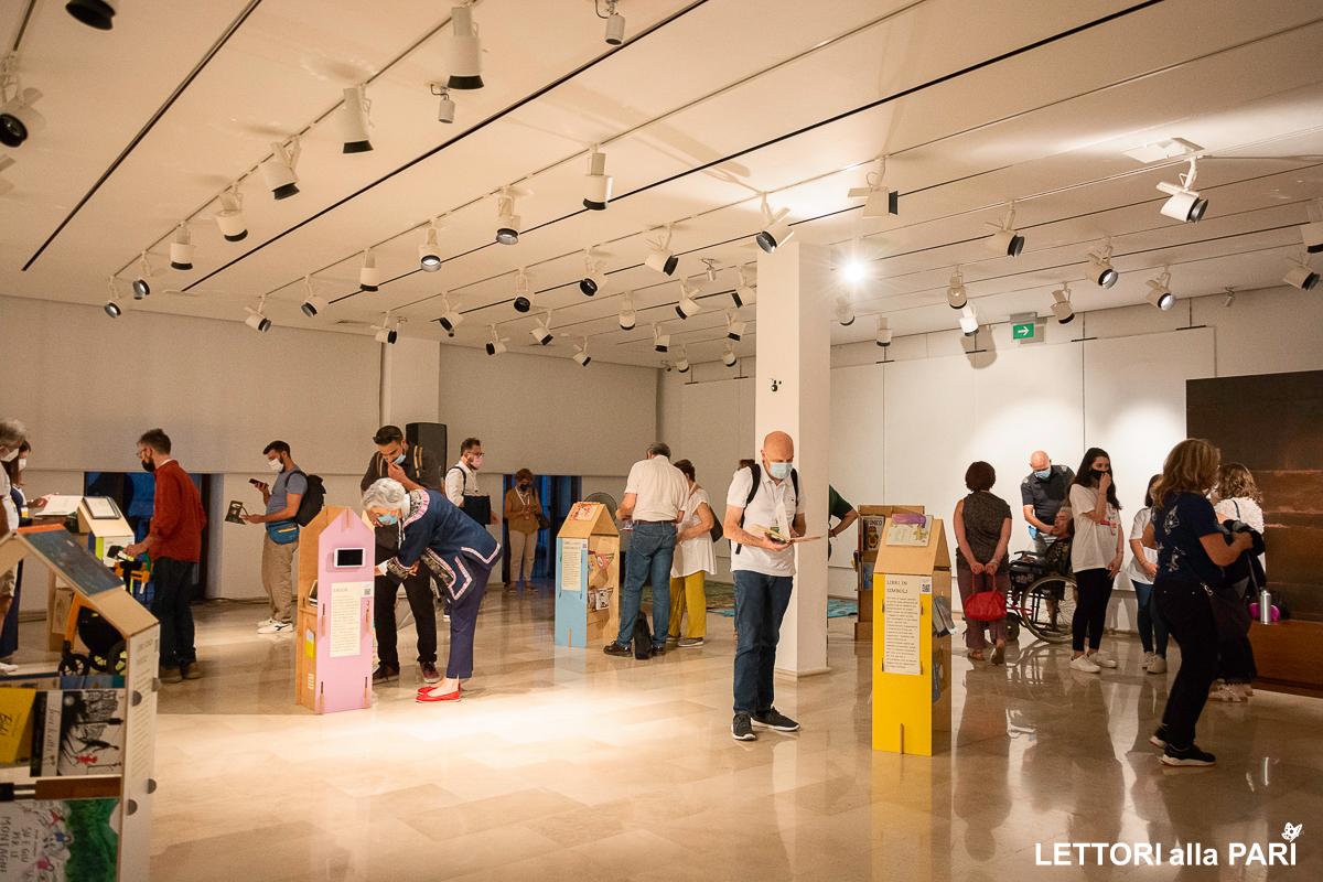 Foto della mostra Vietato non Sfogliare presso la Pinacoteca de Napoli a Terlizzi